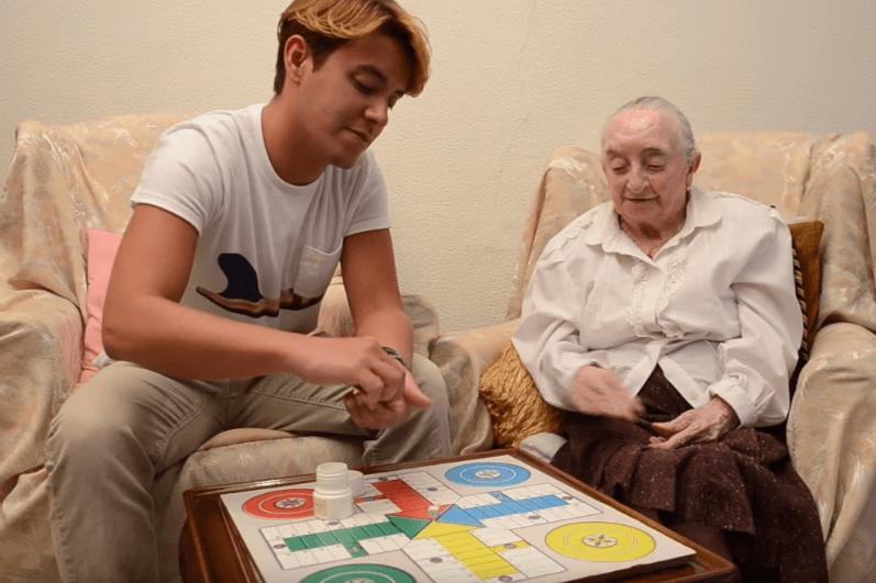 Carmen y José Luis: «Él me alegra las tardes, me encanta que venga»