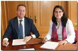 Amigos de los mayores y el Colegio de Farmacéuticos firman un acuerdo de colaboración