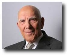 Una voz de 92 años sacude Francia