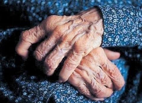 El maltrato a mayores que nadie ve: la soledad