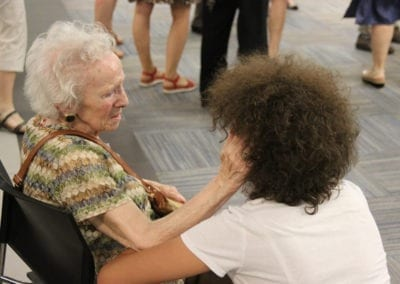 A sus 94 años recibe esta emocionante sorpresa de su amiga
