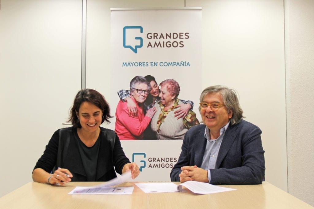 Mercedes Villegas y José Antonio Ortuño, en la firma de Grandes Amigos y Campofrío